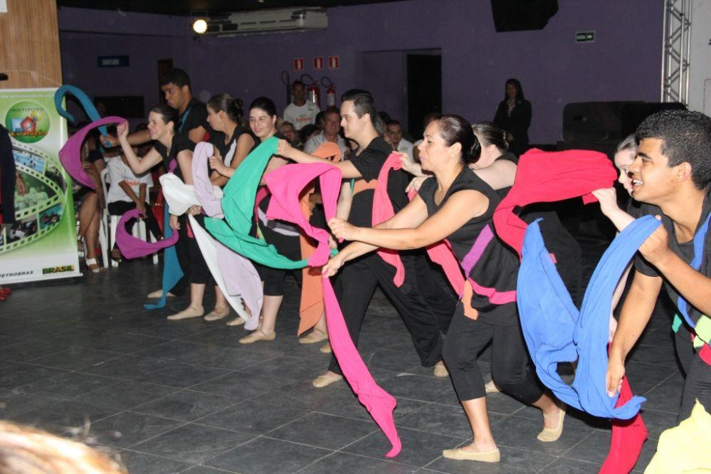 Instituto Evolução lança revista em Guarujá